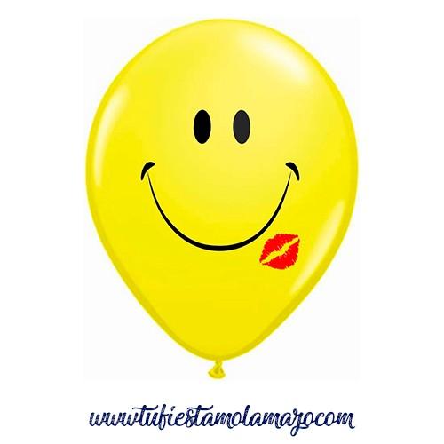 Globo de látex con una cara sonriente más beso